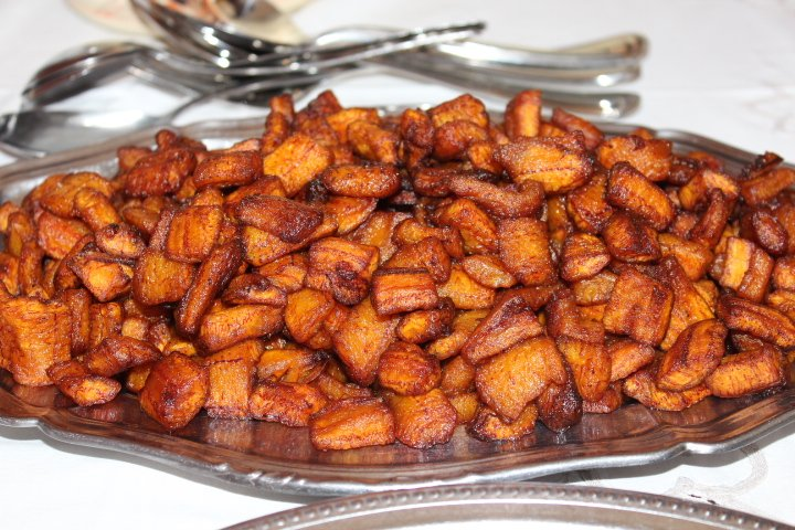 Un plat dalloco Fried Plantains